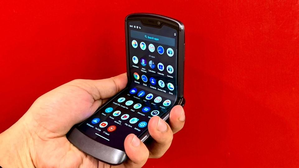 Moto Razr 5G costs  <span class='webrupee'>₹</span> <span class='webrupee'>₹</span>1,24,999 and is up for pre-orders from today. The sales will begin from October 12.