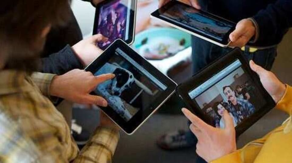One of the best reasons to buy a tablet is that it is lightweight and can be easily carried from one place to another.