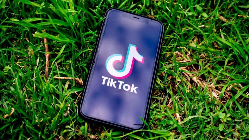 According to Piper Sandler, 34% teens picked Snapchat as their favourite social app followed by 29% picking TikTok.
