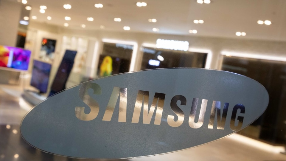 Samsung Galaxy S21 Ultra, which is going to be the top model of the series, will come with a 5,000mAh battery with support for 45W fast charging technology.