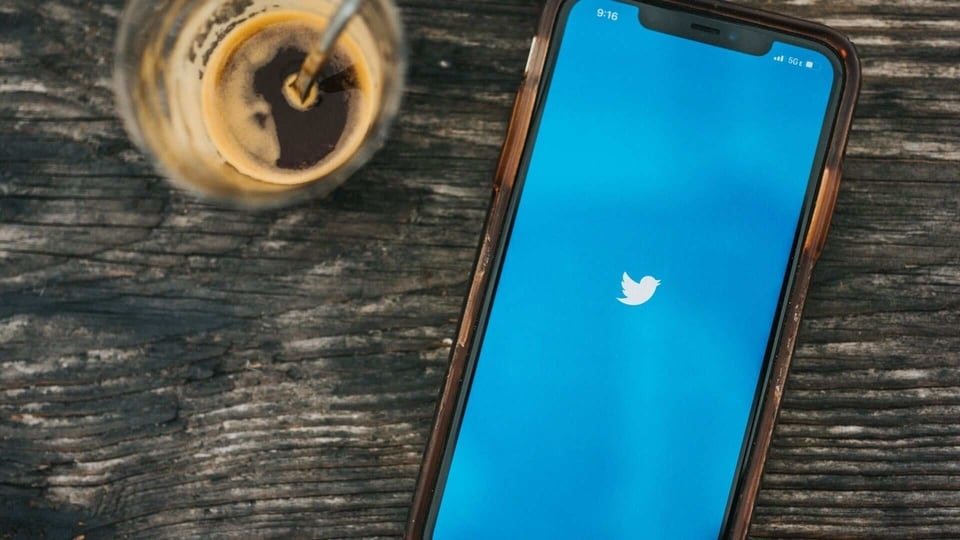 Twitter publicly tests Spaces, its Clubhouse-like voice chat service