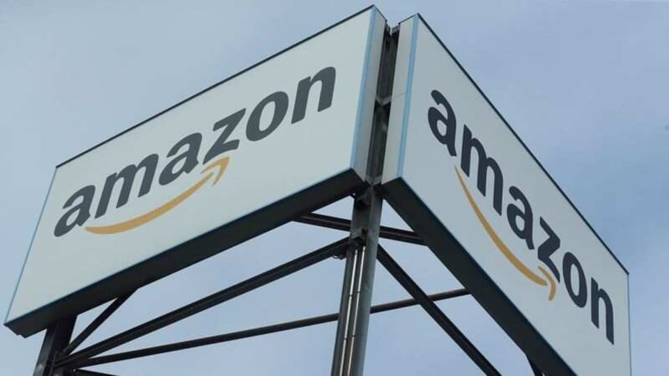 In Pune, a group of around ten persons vandalised a warehouse of Amazon in Kondhwa area.