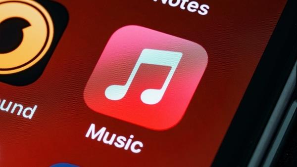 Apple clarifies iOS 14.5 feature for Siri setting a default music service - HT Tech
