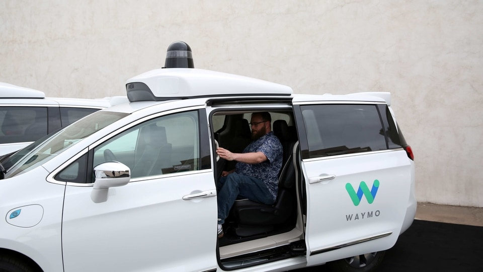 FILE PHOTO: Early rider Alex Hoffman seen inside a Waymo self-driving vehicle, during a demonstration in Chandler, Arizona, November 29, 2018. Picture taken November 29, 2018. REUTERS/Caitlin O'Hara/File Photo