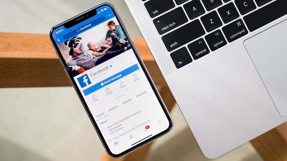 Facebook users on iOS and Android can now use hardware security keys to secure their account from hackers.