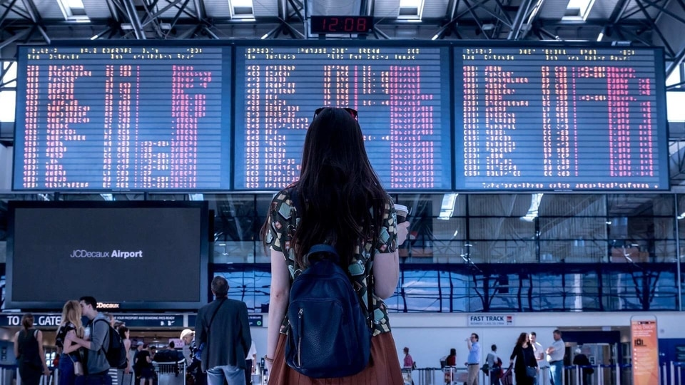 Studies show that the more passengers have access to the use of technology, the higher the rate of satisfaction is, thus allowing the passenger experience at the airport to be improved.