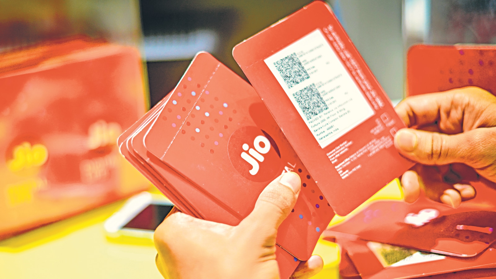DoT receives ₹ 2,307 cr from Jio, Airtel for a spectrum