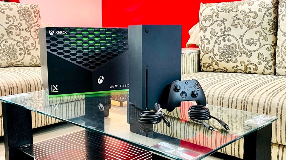 Xbox Series X features an octa-core custom AMD Zen 2 CPU (7nm process) clocked at 3.8GHz along with a custom RDNA 2 GPU in addition to 12 TFLOPS and 52 CUs (Compute Units).
