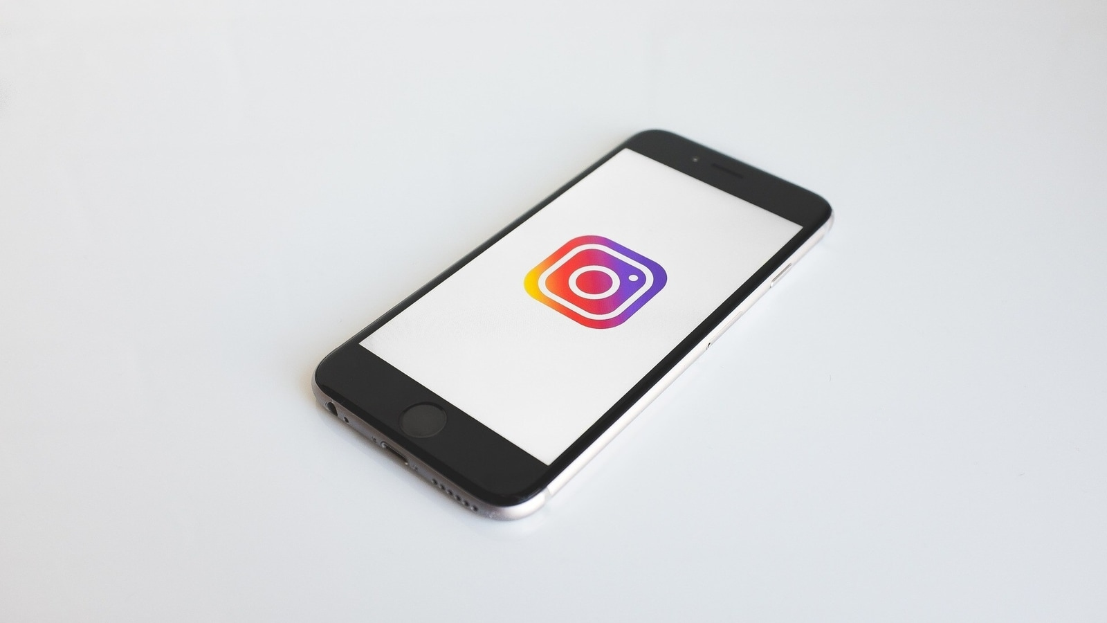 How to create a guide on Instagram to help people with important Covid-19 information