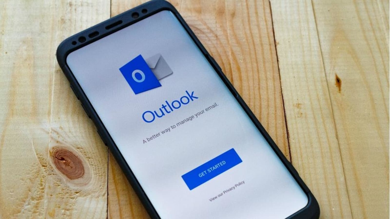 Microsoft Outlook will send emails to users, schedule events with voice on iOS and Android