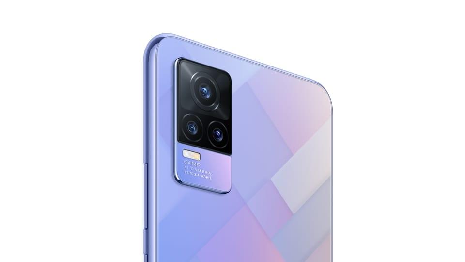 Vivo Y73 in the Diamond Flare colour variant.