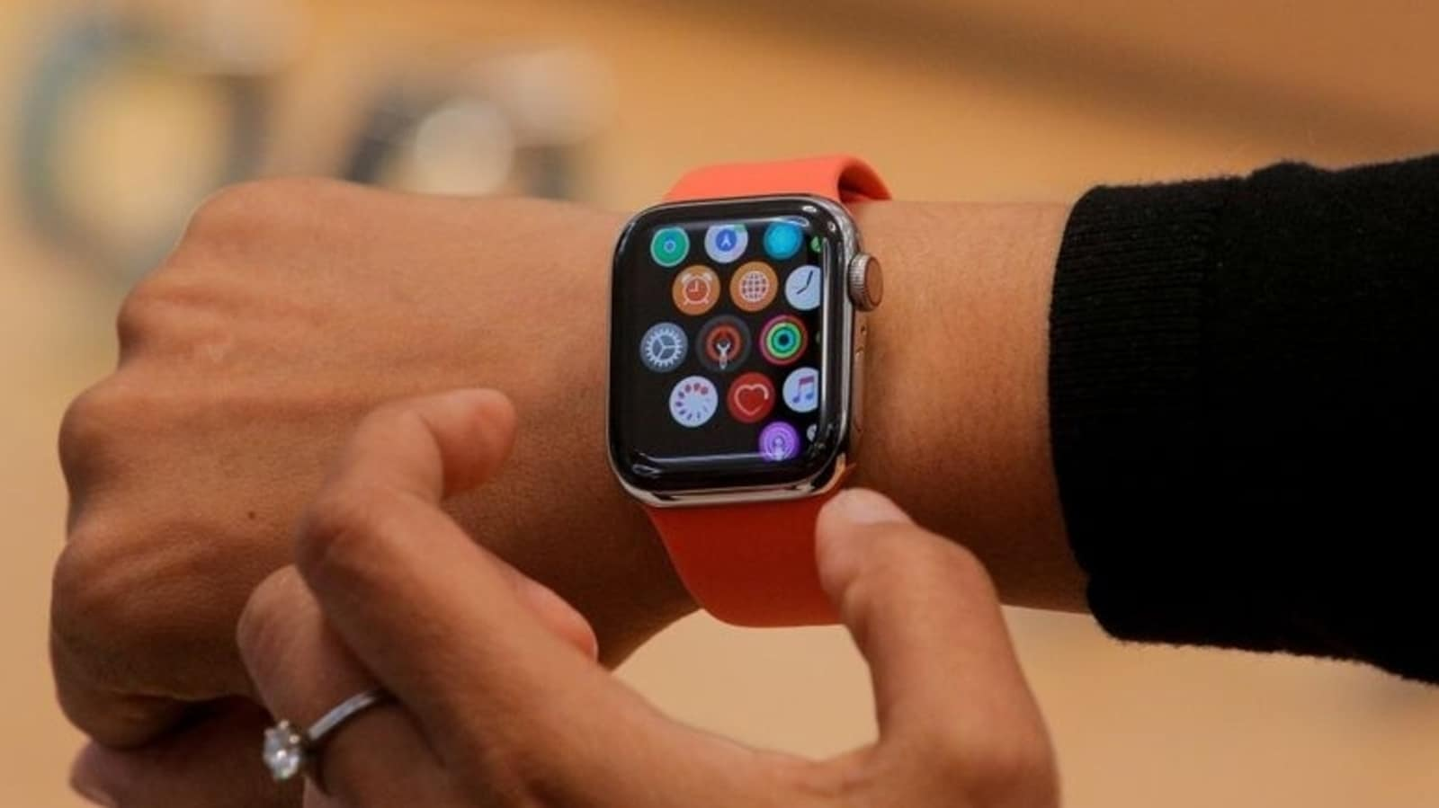 Some Apple Watch users are calling the police – asleep!  Here's how to avoid problems