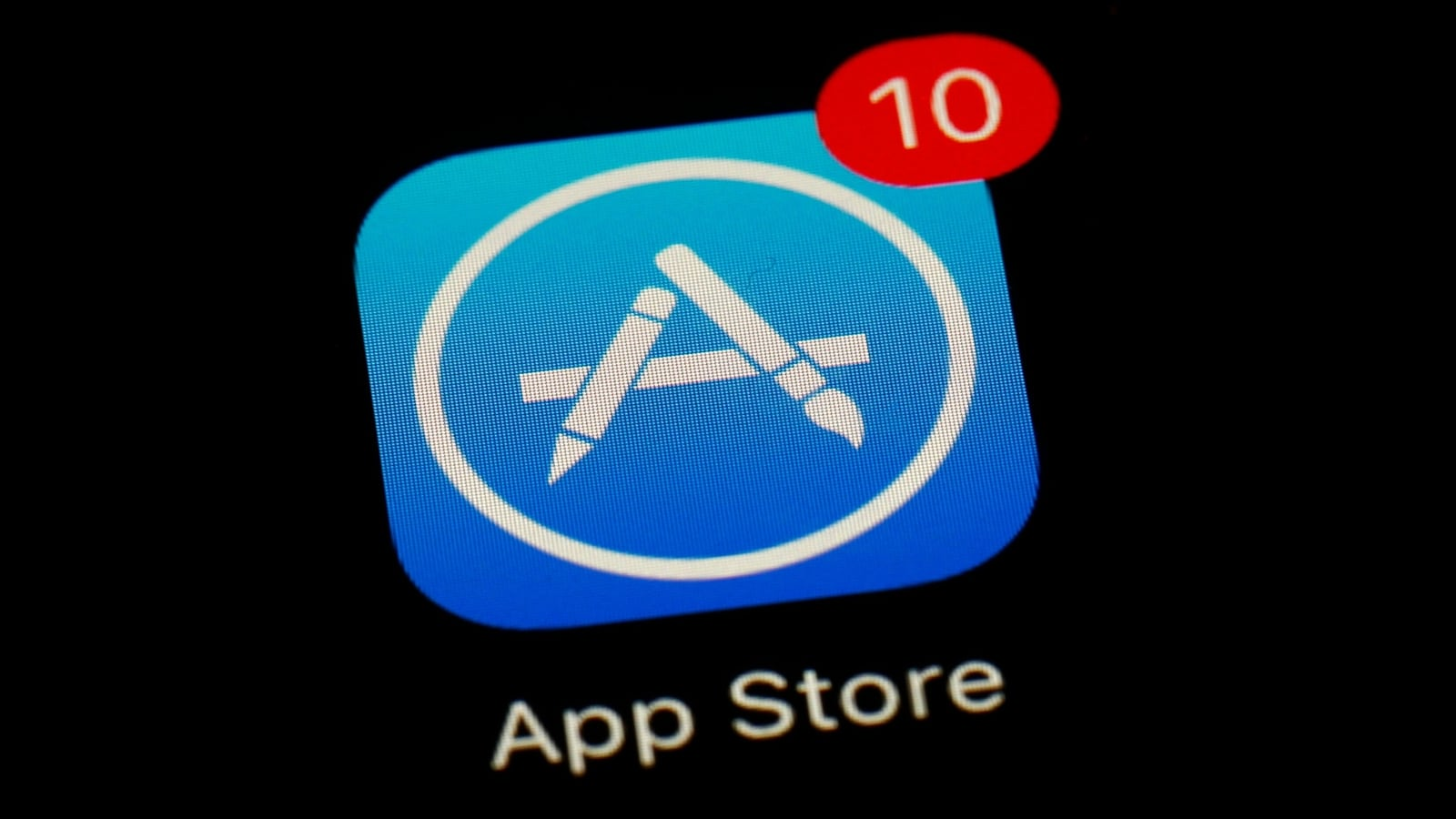 Apple raises fears of scammers targeting iPhone users through third-party app stores