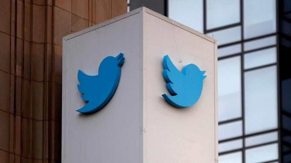 FILE PHOTO: A Twitter logo is seen outside the company headquarters in San Francisco, California, U.S., January 11, 2021. REUTERS/Stephen Lam/File Photo/File Photo/File Photo