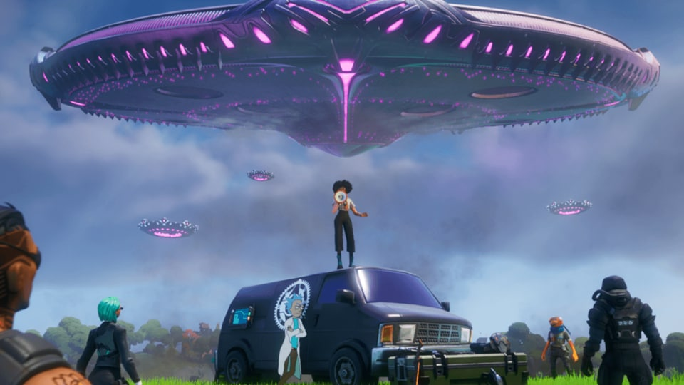 A massive, and quite mysterious, alien spaceship has just showed up on Fortnite, surprising gamers.