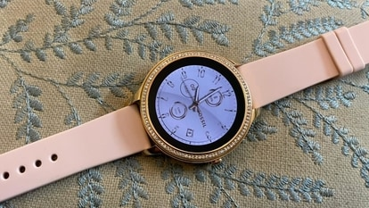 At a glance, the Fossil Gen 5e looks like a watch you'd be able to wear to work every day, or out for brunch/dinner/cocktails.