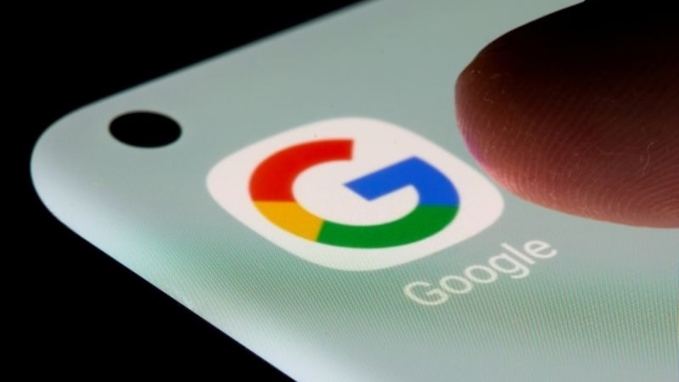 Many people have been facing problems while making calls or receiving them. It is being caused by a Google app bug. However, the company has rolled out a fix for the bug and users just have to update the Android version on their phones.