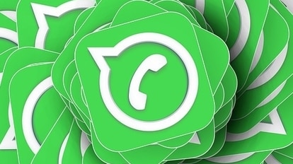 The WhatsApp list of upcoming features includes the option to manage chat backups and pause voice recordings.