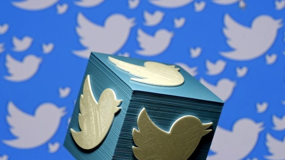 Twitter is giving users of its Android app some autonomy by introducing Auto Dark Mode.