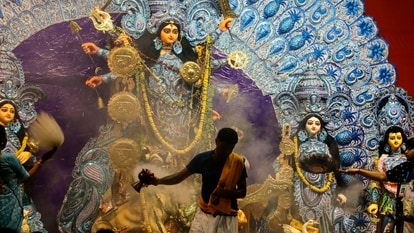 This is a special festival in the country and is celebrated with great pomp and splendour. That makes Dussehra photos special too and here we provide Dussehra photography tips to create unforgettable memories for you.