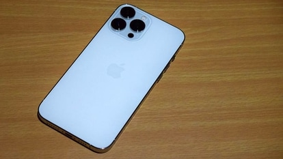 A white hat hacker from Pangu Labs managed to jailbreak an iPhone 13 Pro remotely in around a second.