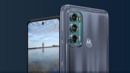 During the course of the ongoing sale, the 6GB RAM and 128GB version of the Moto G60 smartphone that costs INR 17,999 will be available for INR 15,999.
