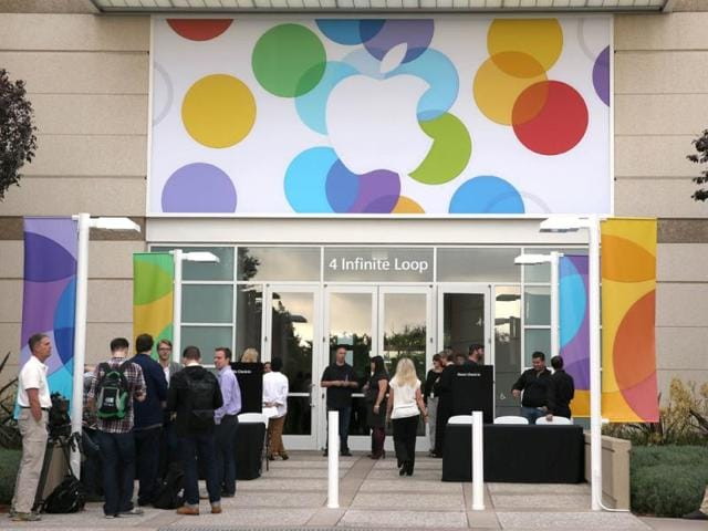 People arrive for the Apple product announcement at the Apple campus in Cupertino, California. (AFP Photo)