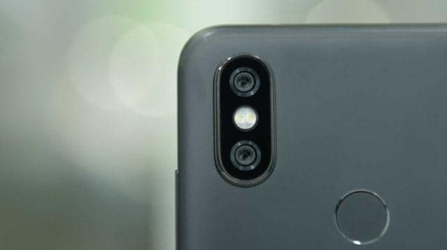 Acloser look at the dual-camera setup on the Mi A2.