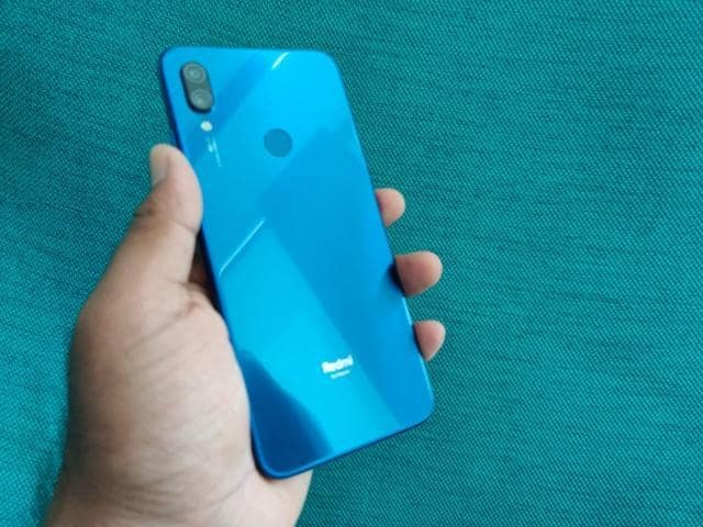 A closer look at glass finish on Redmi Note 7S