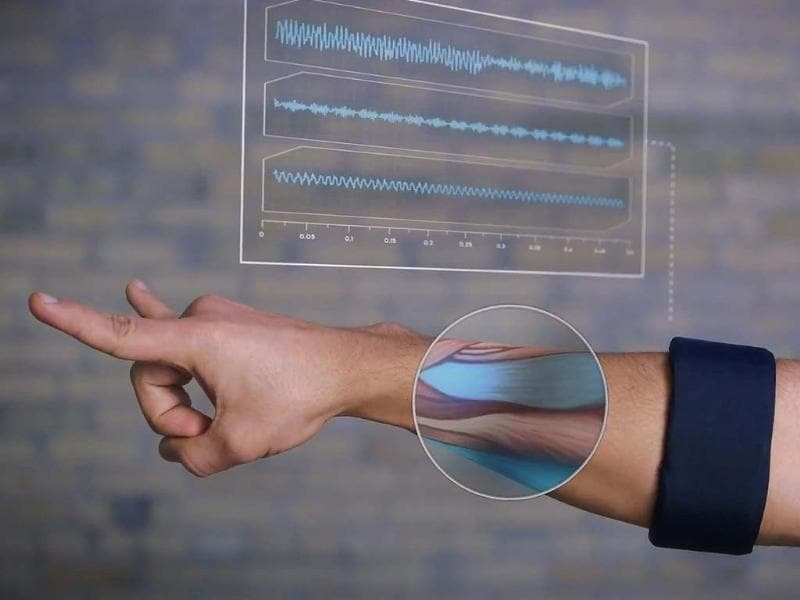 MYO-Wearable-Gesture-Control-from-Thalmic-Labs-screenshot-video-Photo-AFP