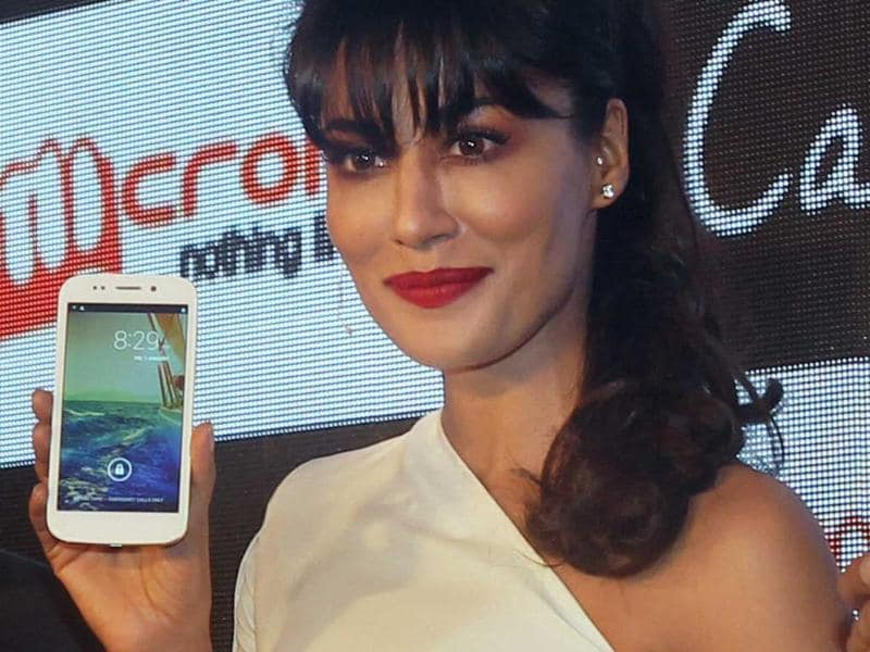 Chitrangada Singh poses with the newly unveiled Micromax Canvas 4 smartphone during a press conference in New Delhi on Monday. Photo: PTI/Manvender Vashist