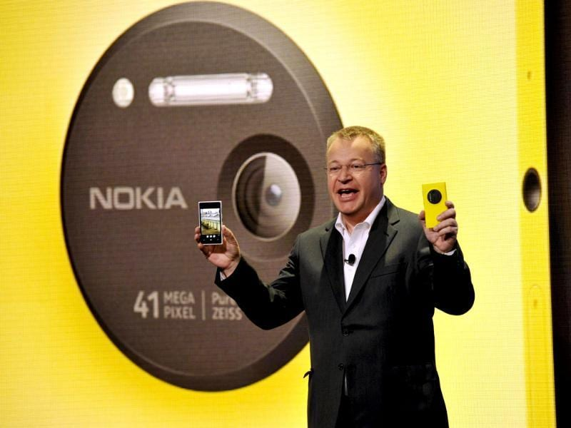 Nokia CEO Canadian Stephen Elop unveils the Nokia Lumia 1020, a Windows Phone with a 41-megapixel camera during an event in New York City. Photo: AFP / Timothy Clary