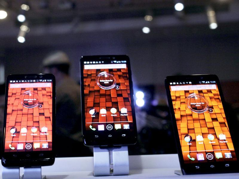 Three new smartphones from Verizon are displayed in New York. From left to right are the Motorola Droid Mini, Droid Ultra and Droid Maxx. Photo: AP/Mark Lennihan