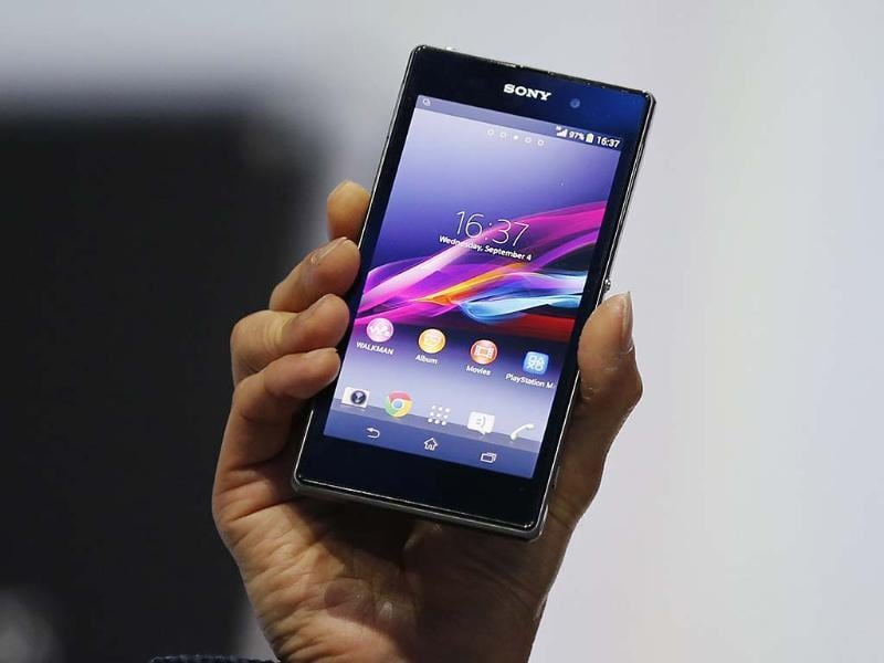 Sony Corp's President and Chief Executive Officer Kazuo Hirai presents a new Sony Xperia Z1 smartphone during it's world premier at the IFA consumer electronics fair in Berlin. Photo: Reuters/Fabrizio Bensch