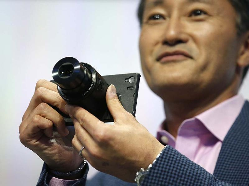A Sony staff member introduces the attachable lens during a media preview of the new Sony Xperia Z1 smartphone during it's world premier at the IFA consumer electronics fair in Berlin. Photo: Reuters/Fabrizio Bensch