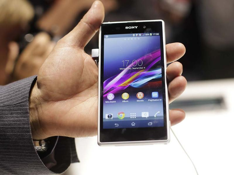 A man shows the new Sony Xperia Z1 smartphone at a Sony event ahead of the IFA, one of the world's largest trade fairs for consumer electronics and electrical home appliances in Berlin. Photo: AP/Markus Schreiber