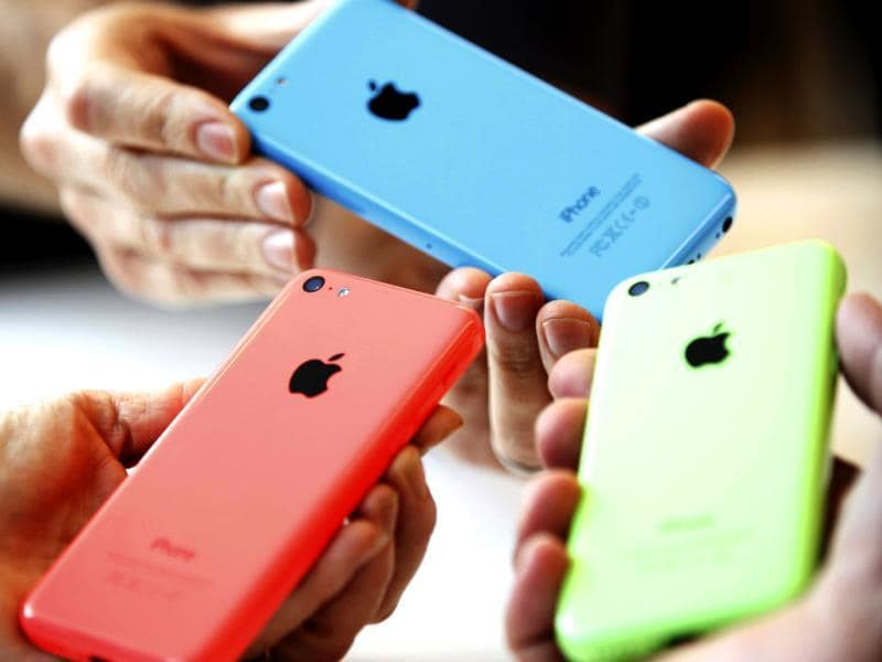 People check out various versions of the new iPhone 5C after Apple Inc's media event. (Reuters Photo)