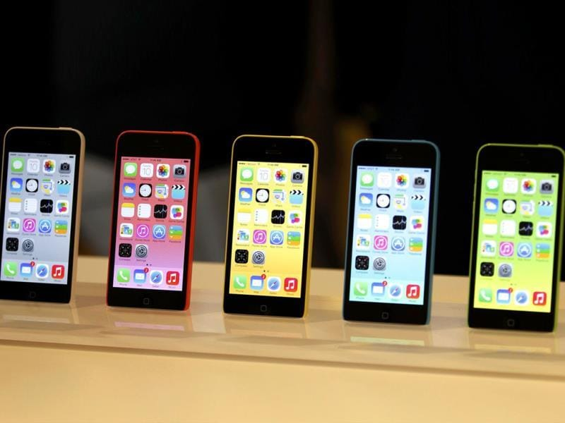 The five colors of the new iPhone 5C on display after Apple Inc's media event in Cupertino, California. (Reuters Photo)