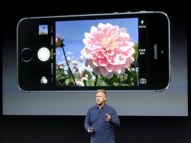 Phil Schiller talks about the camera in the new iPhone 5S during Apple Inc's media event. (Reuters Photo)