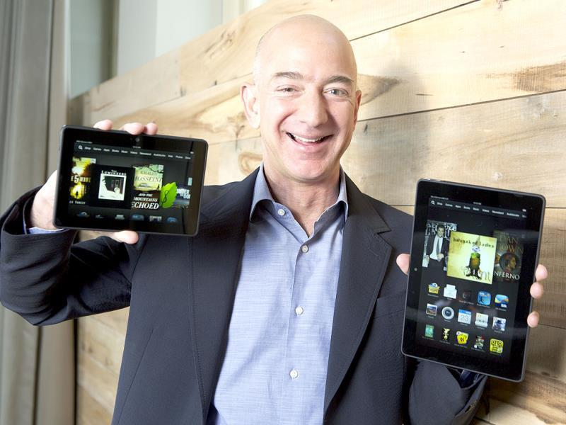 Amazon.com Founder and CEO Jeff Bezos introduces the all-new Kindle Fire HDX 8.9'', right, and Kindle Fire HDX 7'' tablet in Seattle.' Photo: AP/Ted S. Warren