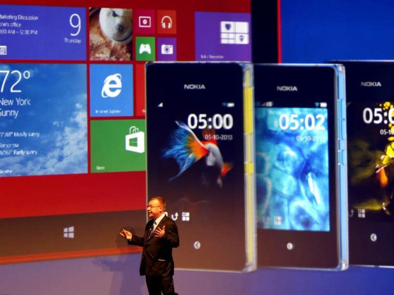 Stephen Elop, unveils Nokia latest products during an event in Abu Dhabi. Nokia has unveiled its first phablets -extra-large phones- and its first tablet computer. Photo: AFP / Karim Sahib