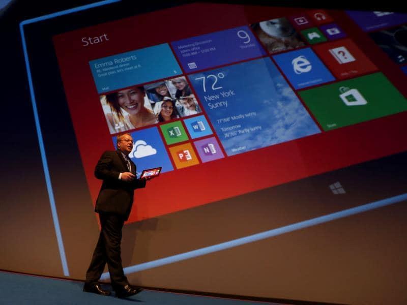 Nokia CEO, Stephen Elop, unveils the Nokia Lumia 2520 during an event in Abu Dhabi. Photo: AFP / Karim Sahib
