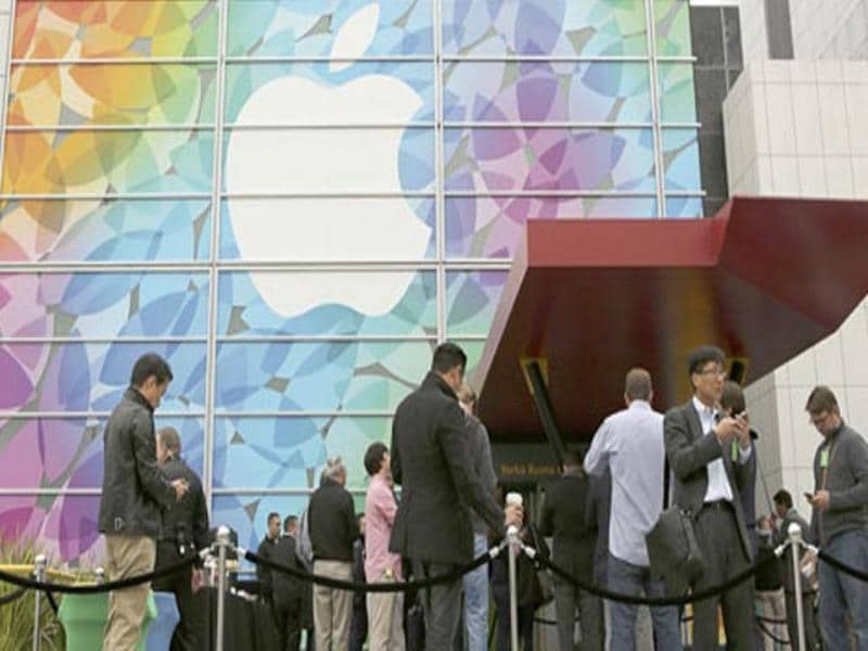 People line up for the Apple event at the Yerba Buena centre in San Francisco, California.(Reuters photo)