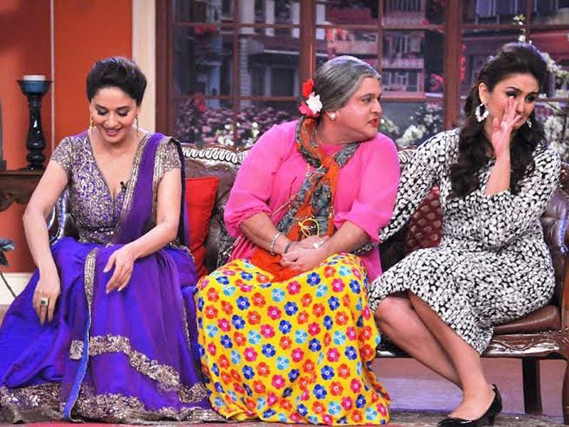 Dadi (Ali Asgar) irritates Huma and Madhuri with his drunken antics.