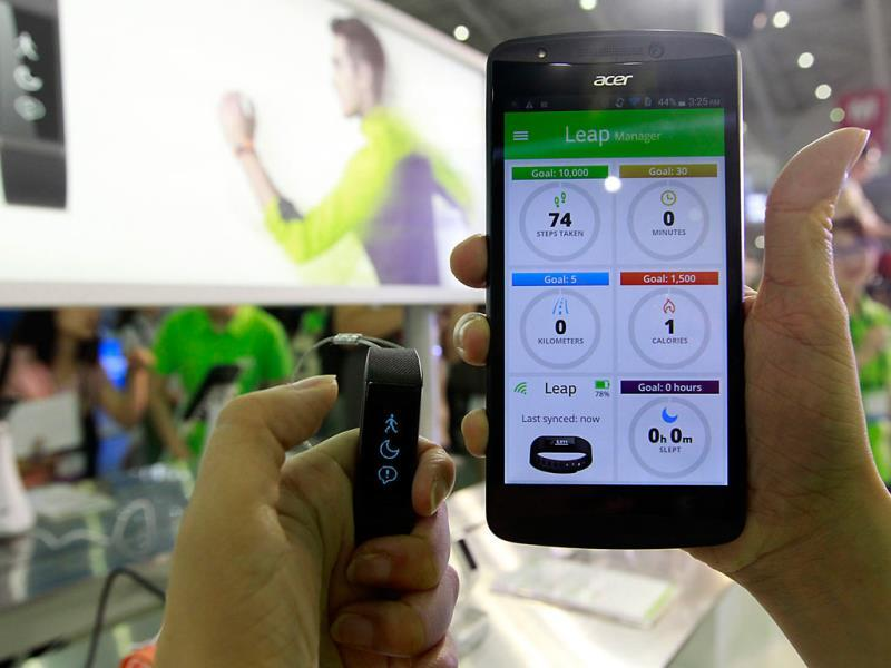 Acer's wearable device Liquid Leap (L) and Liquid Jade smartphone are displayed during the 2014 Computex exhibition at the TWTC Nangang exhibition hall in Taipei . Reuters/Pichi Chuang