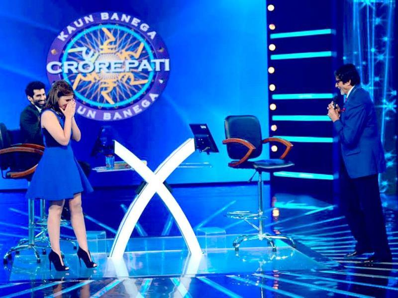 Parineeti Chopra, Aditya Roy Kapur on the sets of Amitabh Bachchan's show KBC 8.