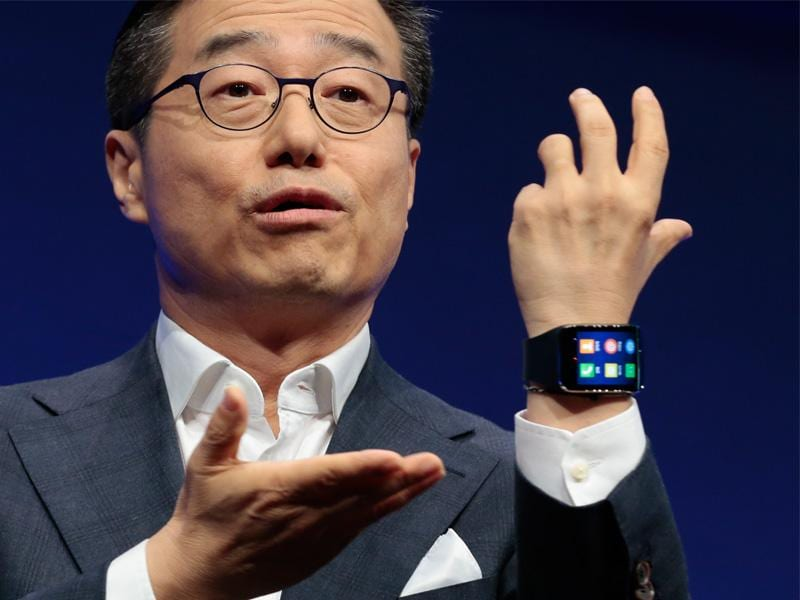DJ Lee, Executive Vice President of Samsung, presents a Samsung Gear S smart watch during his keynote speech at the event in Berlin. (AP Photo/Markus Schreiber)