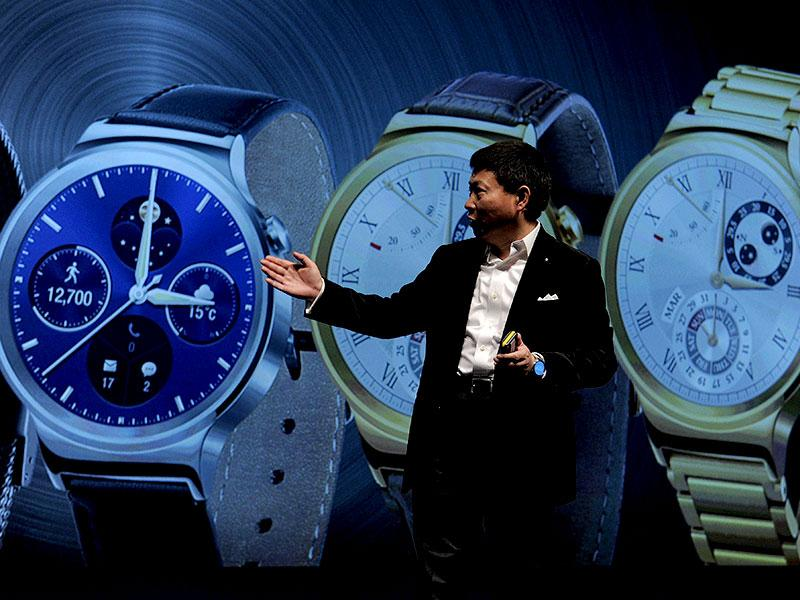 Huawei's Consumer Business Group Chief Executive Officer (CEO) Richard Yu presents his company's new device 'Huawei Watch' during a press conference in Barcelona. Photo: AFP