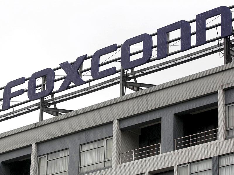 The logo of Foxconn, the trading name of Hon Hai Precision Industry, is seen on top of the company's headquarters in Tucheng, New Taipei city. (Reuters Photo)