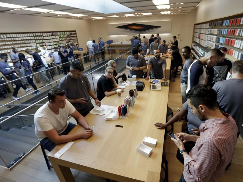 People check out the new iPhone 6S Plus at an Apple Store in Los Angeles. (Reuters Photo)